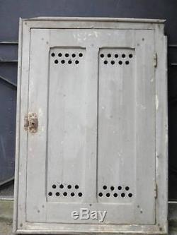 110 X 75 cm Ancienne petite porte avec bati, de dessous d'escalier, placard