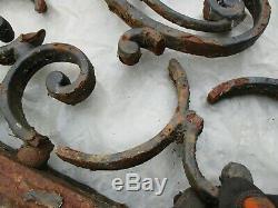 182 X 64 cm Ancien fronton de portail en fonte, à restaurer