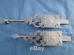 2 targettes ouvragées fer forgé longues 28 & 34,5 cm porte double anciennne