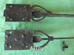 2 targettes ouvragées fer longueur 37 & 68,7 cm porte double placard ancien