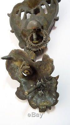 Ancien Heurtoir de porte bronze patiné décor de deux putti de style renaissance