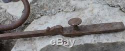 Ancien et gros marteau ou heurtoir de porte loquet targette verrou serrure