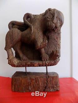 Ancien fragment linteau porte monastère Chimère Lion sculpté Inde XVIII ème