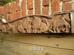 Ancien linteau indien sculpté animaux