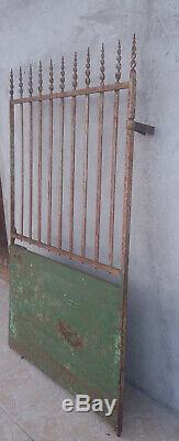Ancien portail portillon en fer forgé