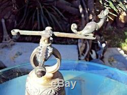 Ancienne Cloche D'entree Extérieur Gargouille En Bronze A Balancier