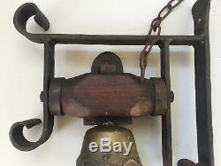 Ancienne cloche de porte d'entrée ou portail en bronze fer forgé bois, sonnette