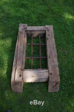 Ancienne fenêtre XVIIe en chêne à barreaux fer forgé origine Alsace shabby chic