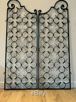 Ancienne paire de portes grilles ouvrantes année 1950 a volutes hauteur 151 cm