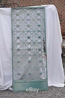 Ancienne porte d'entrée en fer forgé