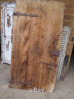 Ancienne portes clous fer forgés cochon cochonnière ferme campagne montagne