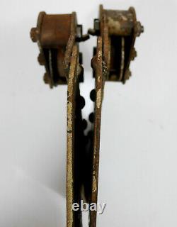 Ancienne roue roulette penture porte coulissante atelier usine riveté n°2