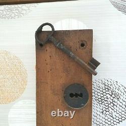 Ancienne serrure XVIII siècle pour portail bois Objet rare