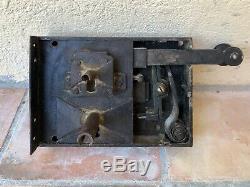 Ancienne serrure avec 2 clés