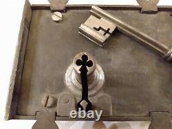 Ancienne serrure de Château XVIII ème à palâtre échancré. Avec clef à trèfle
