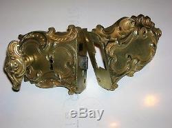 Ancienne serrure en bronze poignée gache architecture chateau maison maitre