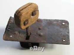 Ancienne serrure fer forgé XVIIIe avec clef fonctionne porte serrurerie château