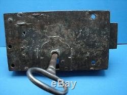 Ancienne très importante serrure de château et sa clé