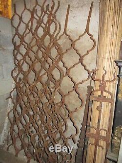 Anciennes grilles de défense en fer forgé, 18e siècle