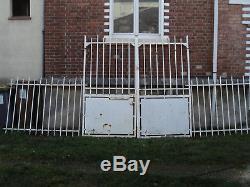 Anciennes grilles et portail en fer forgé, des années 1920