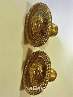 Anciennes poignées porte fenetre serrure bronze chateau maison maitre gorgone ST