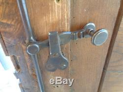 Belles portes d'armoire ancienne d'origine 18 éme serrure ferronerie charnières