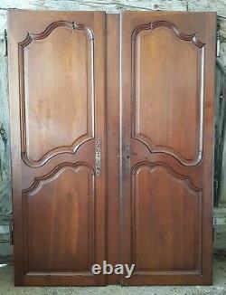 Belles portes d'armoire anciennes