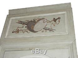 Boiserie de chambre de style Louis XV peinture dans les cartouches