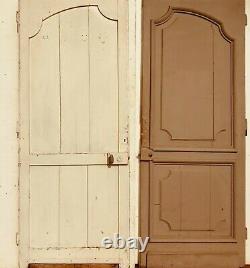 Deux portes en chêne massif à encadrement finement sculptée. XVIII siècle