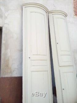 Deux portes galbées anciennes avec leurs bâtis