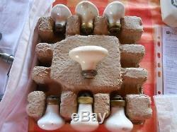 Divers Boutons de porte anciens en laiton, porcelaine