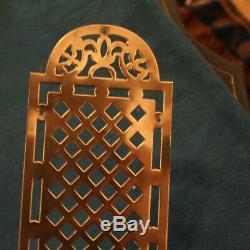 Ensemble de 18 plaques de propreté de porte anciennes en laiton doré ajouré