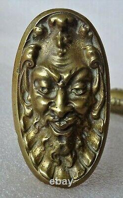 Exceptionnelle poignée de porte en bronze très ouvragée