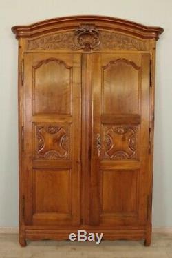 Façade d'armoire lyonnaise en noyer époque XVIIIe siècle