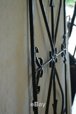 GRILLE DE PORTE EN FER FORGE / 55.5 cms x 158 cms
