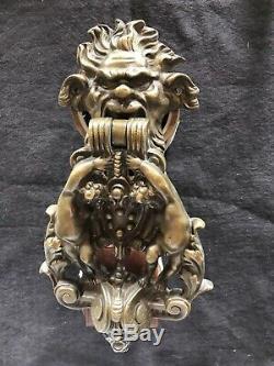 Grand heurtoir de porte en bronze XIXe, angelots et faune