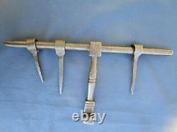 Grand verrou cochonnier ancien fer forgé décoré pattes à sceller largeur 35,3 cm
