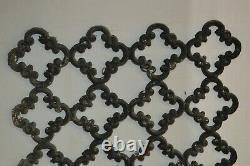 Grille de porte en fonte / 46.5 cms de large x 82 cms de haut