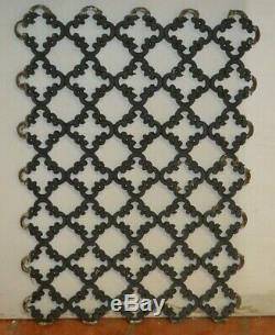 Grille de porte en fonte / 58.5 cms de large x 82 cms de haut
