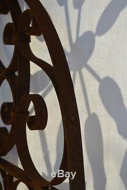 Grille en fer forgé / 75 cms de large x 150 cms de haut