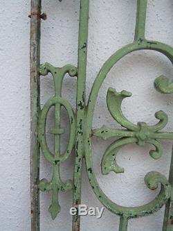 Grille en fonte séparation porte fenêtre décoration d'époque 19ème