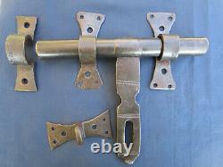 Gros verrou cochonnier ancien fer forgé Largeur 26 cm peut fermer avec cadenas