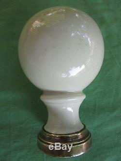 Grosse boule d'escalier pilastre rampe porcelaine bague laiton ancienne D 10 cm