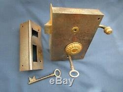Grosse serrure à tirage 2 clefs gâche fer laiton GC porte d'entrée gauche ancien