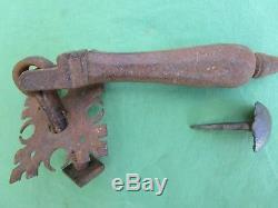 Heurtoir marteau de porte d'entrée pendeloque rosace ouvragée fer forgé ancien