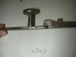 Joli marteau de porte lève clenche avec sa clenche complète en fer forgé XVIIème