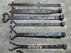 Lot anciennes pentures moustache dépareillées en fer forgé, volets porte