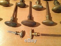 Lot de 25 anciennes poignées de porte en laiton forme olive XIX bronze