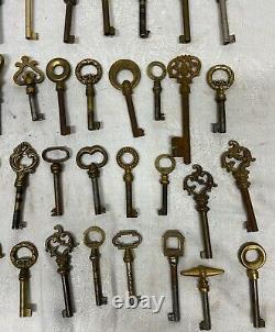 Lot de 44 clefs anciennes N° 7