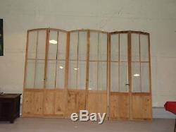 Lot de trois doubles portes anciennes en pin, entièrement décapées